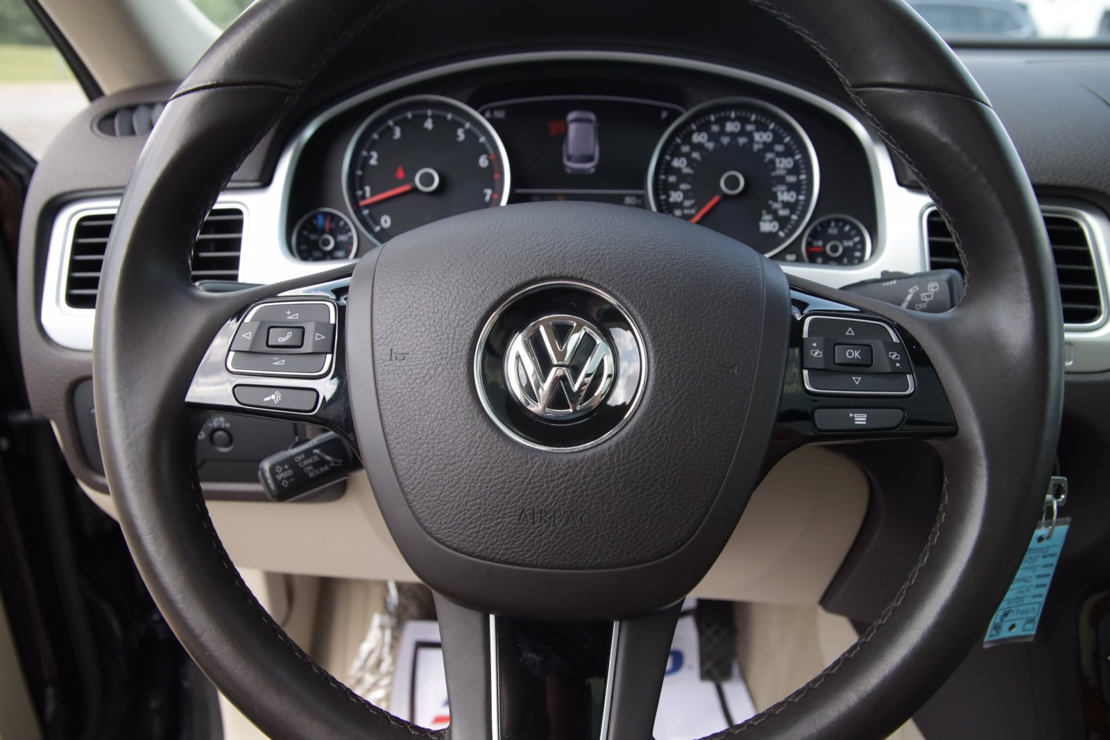 Pre-Owned 2016 Volkswagen Touareg